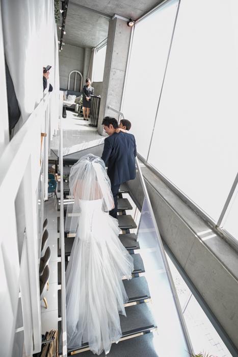 結婚式入場 ウエディングカメラマン